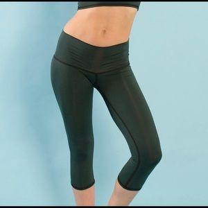 Teeki hunter green crop hot yoga pants XS EUC
